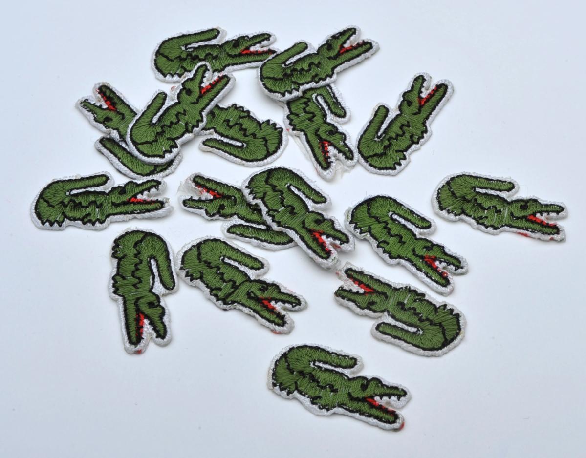 Faux crocodiles Lacoste brodés